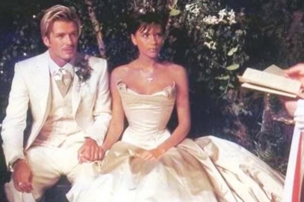 Bild zu David und Victoria Beckham bei ihrer Hochzeit