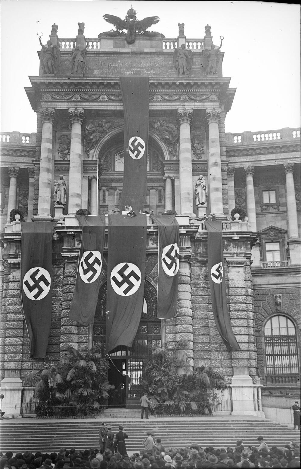 """""""Hitler-Balkon"""" an der Wiener Hofburg"""