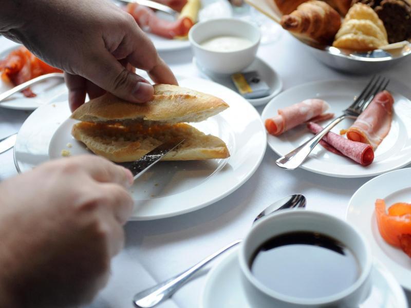 Bild zu Brötchen und Kaffee