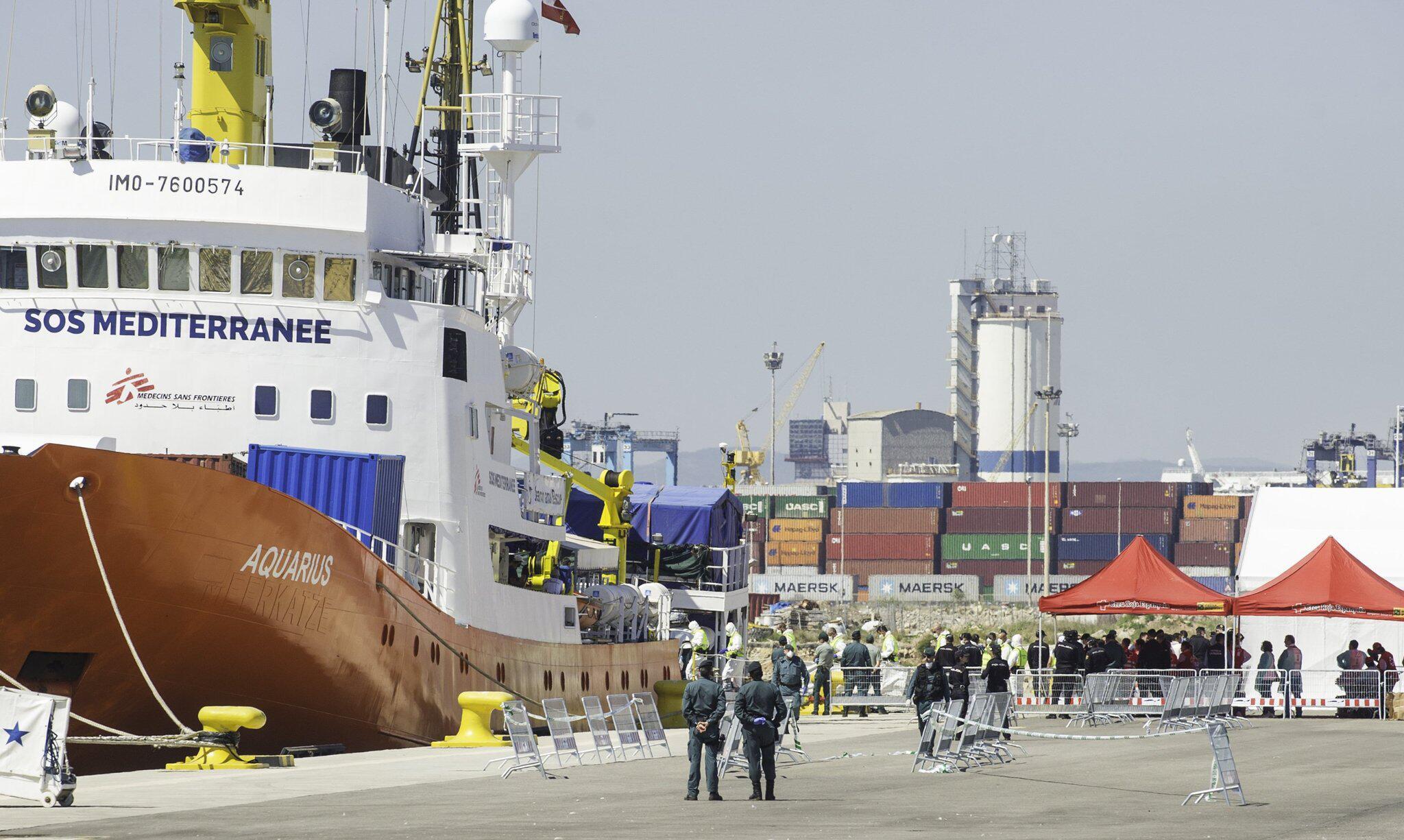 Bild zu Flüchtlings-Rettungsschiff «Aquarius» in Spanien eingetroffen