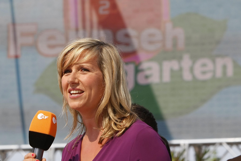 Bild zu Der ZDF-Fernsehgarten mit Moderatorin Andrea Kiewel.