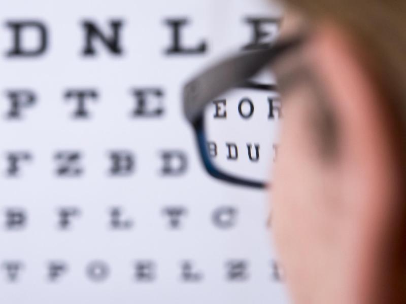 Bild zu Brille oder Kontaktlinsen