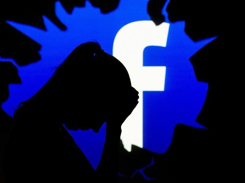 Bild zu Logo von Facebook mit Silhouette einer Frau