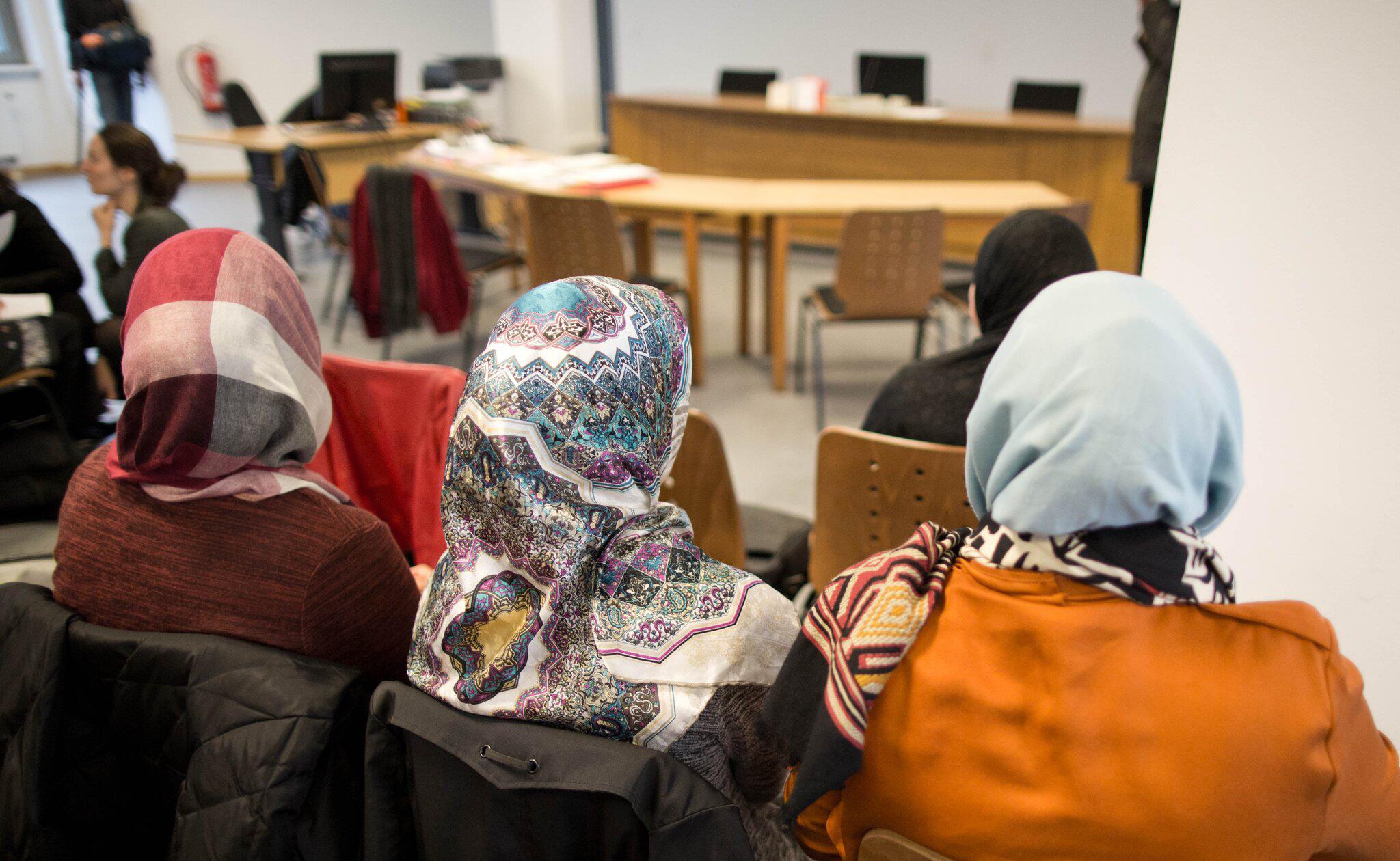 Bild zu Lehrerin mit Kopftuch
