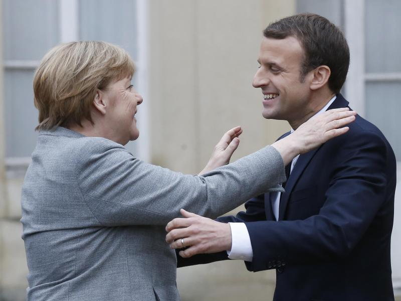 Bild zu Macron und Merkel
