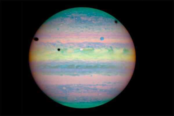Bild zu Mondfinsternis auf Jupiter