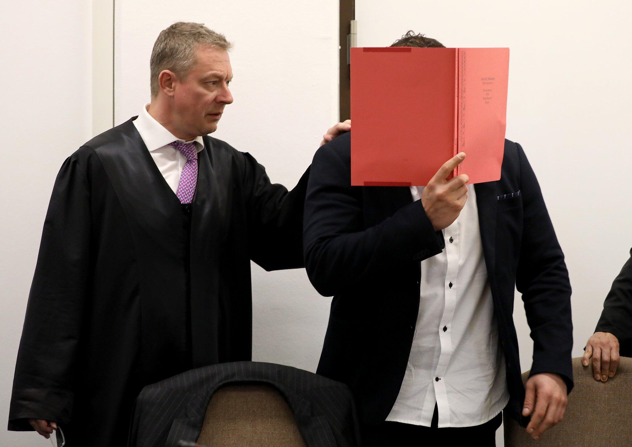 Bild zu Mordprozess gegen Rocker in Köln