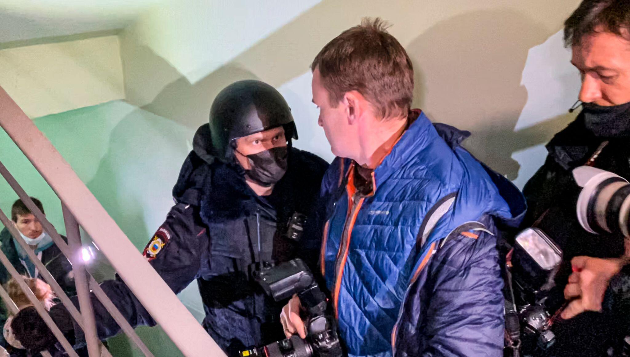 Bild zu Durchsuchungen in Wohnung und Studio des Kremlgegners Nawalny