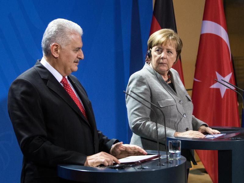 Bild zu Pressekonferenz im Kanzleramt