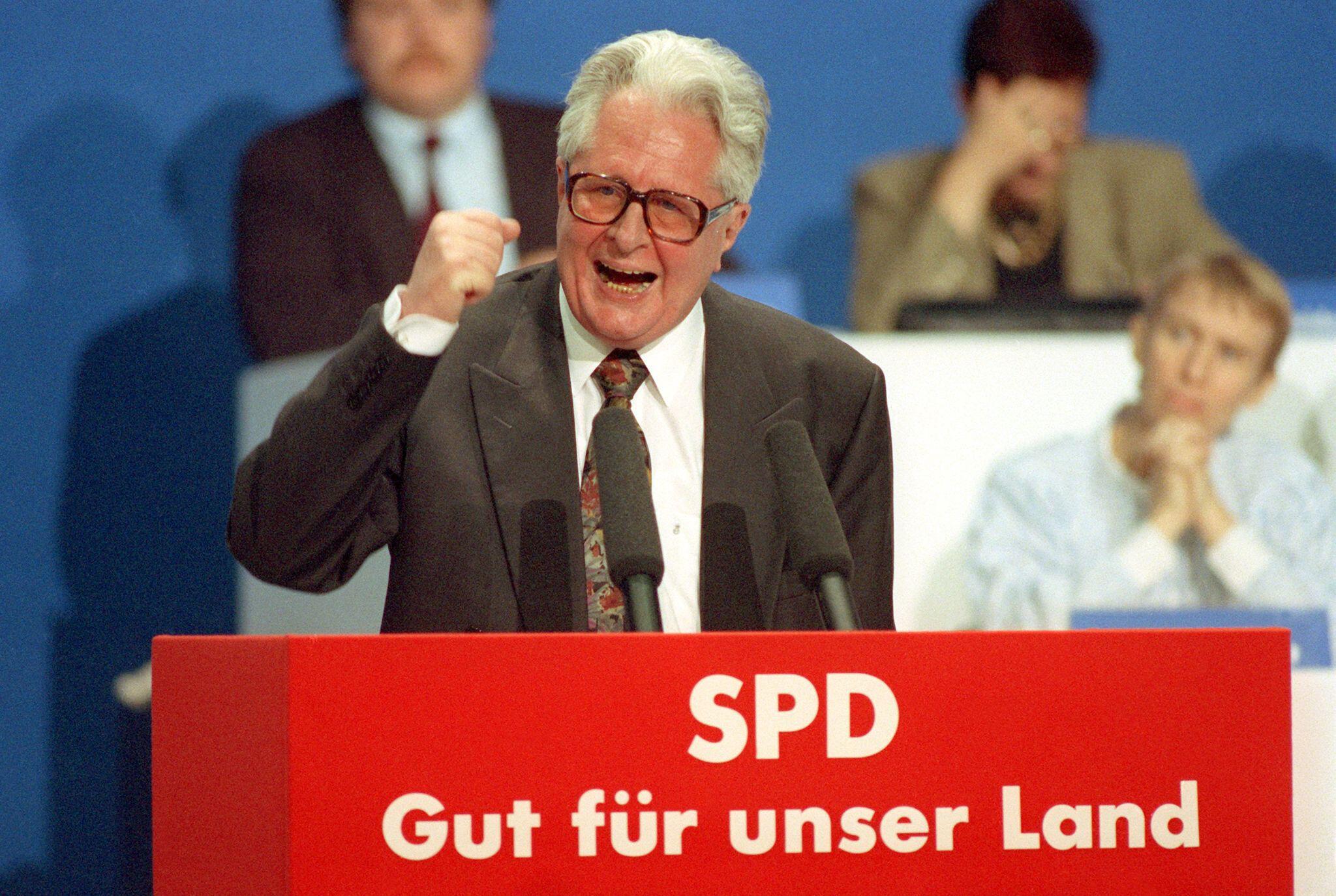 Bild zu Ehemaliger SPD-Vorsitzender Hans-Jochen Vogel gestorben