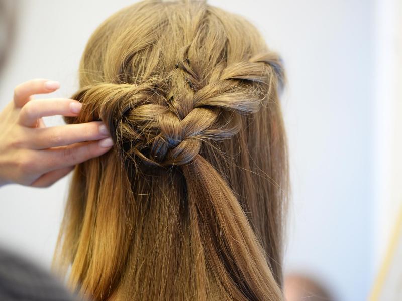 Bild zu Frauen-Frisur