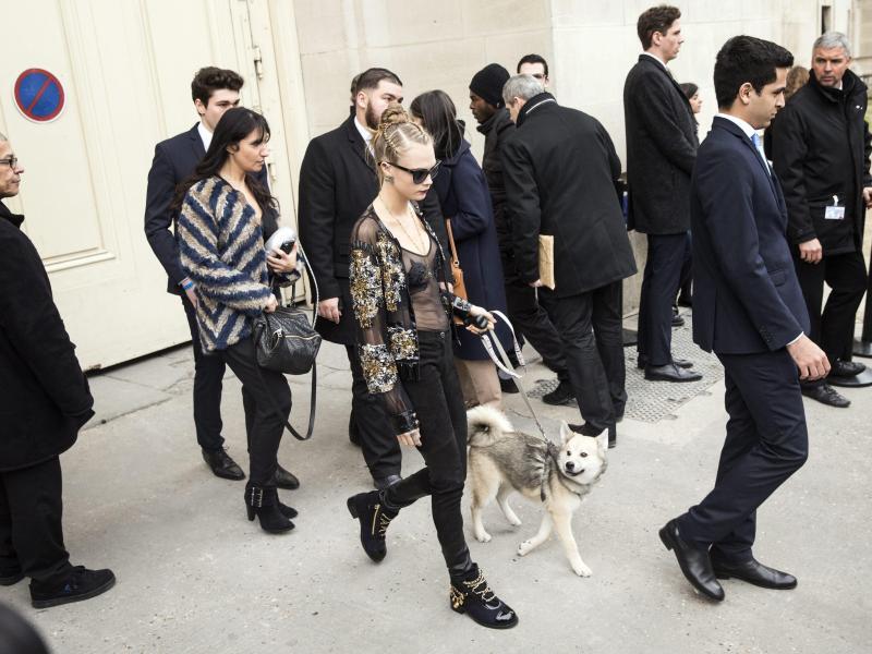 Bild zu Paris Fashion Week - Cara Delevigne