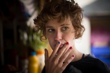 """Carla Juri als Helen Memel in """"Feuchtgebiete"""""""