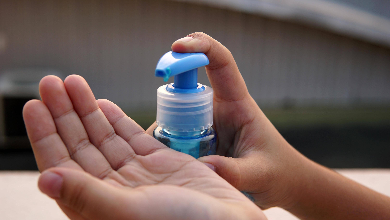 Bild zu Hände desinfizieren