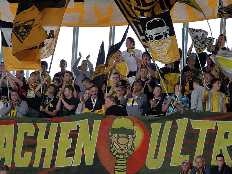 Bild zu Aachen Ultras supporten ihre Mannschaft