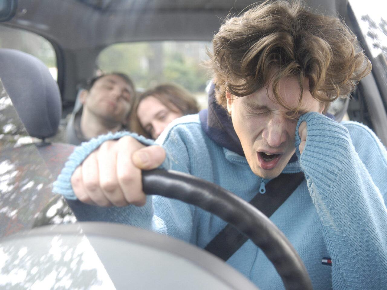 Bild zu Elektronische Einschlafwarner sollen müden Autofahrern helfen