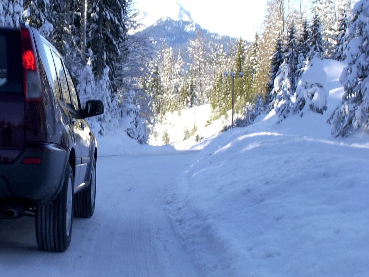 Bild zu Schneewehen: Eine häufig unterschätzte Gefhar beim Autofahren im Winter