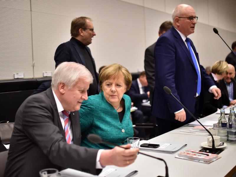 Bild zu Union und SPD