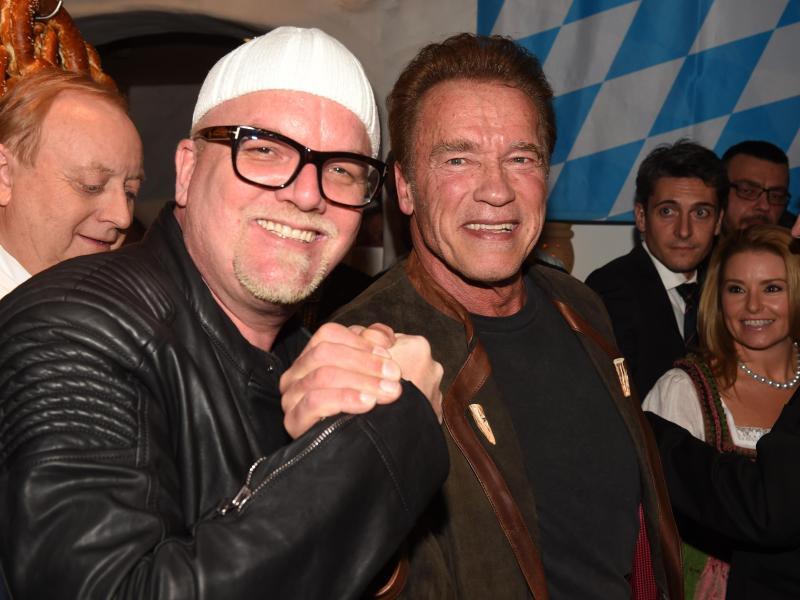 Bild zu DJ Ötzi und Arnold Schwarzenegger