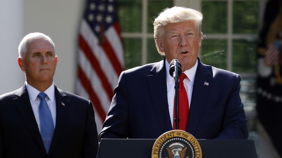 Trump sagt Reise nach Polen wegen herannahenden Hurrikans ab.