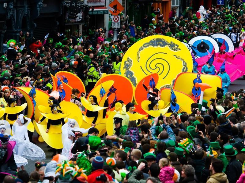 Bild zu Dublin wird grün und Toronto trägt Regenbogenfarben