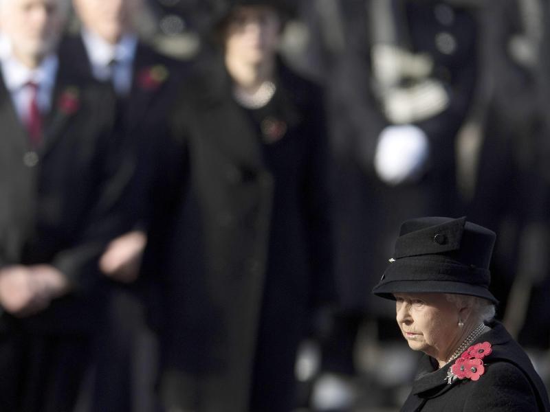 Bild zu Elizabeth II.