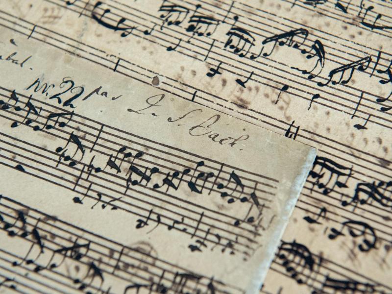 Bach-Manuskript und Einsteins Lederjacke versteigert | WEB.DE