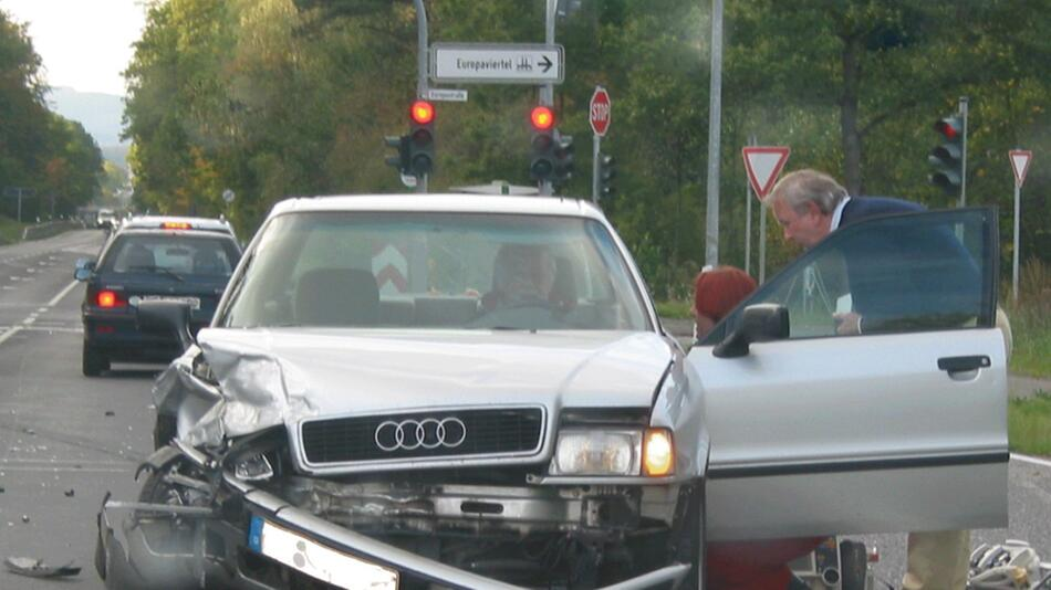 Verhalten nach einem Verkehrsunfall: Wichtig ist es, Ruhe zu bewahren