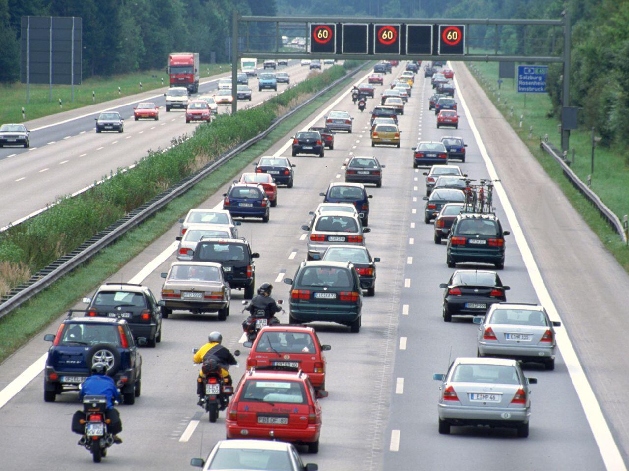 Bild zu Stau auf der Autobahn: Hier gibt es einige Regeln zu beachten