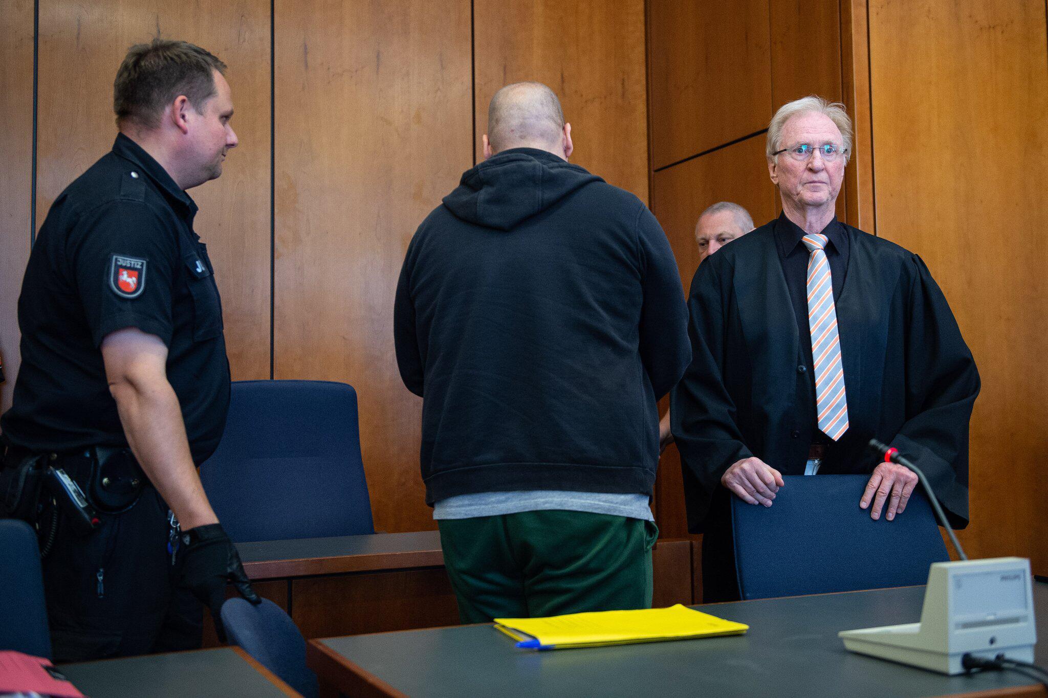 Bild zu Urteil Mordprozess