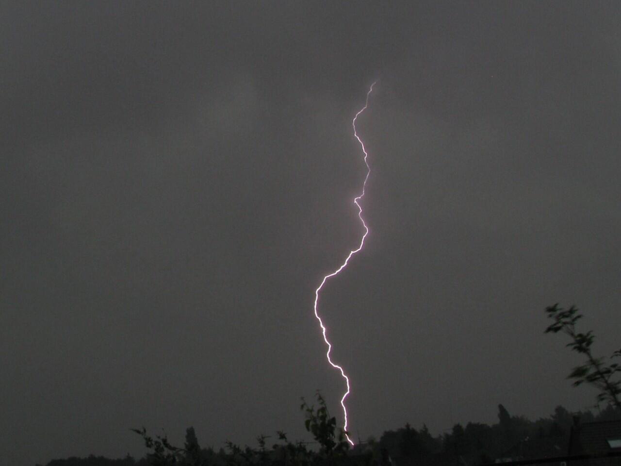 Bild zu Autofahren bei Gewitter: Unwetter bergen besondere Risiken