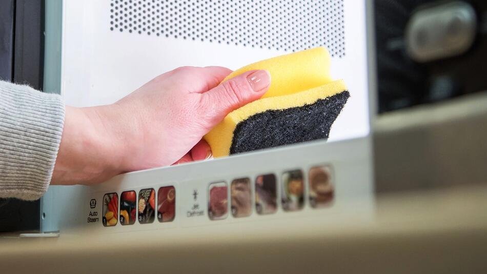 Spülschwämme besser nicht dauerhaft in der Mikrowelle reinigen