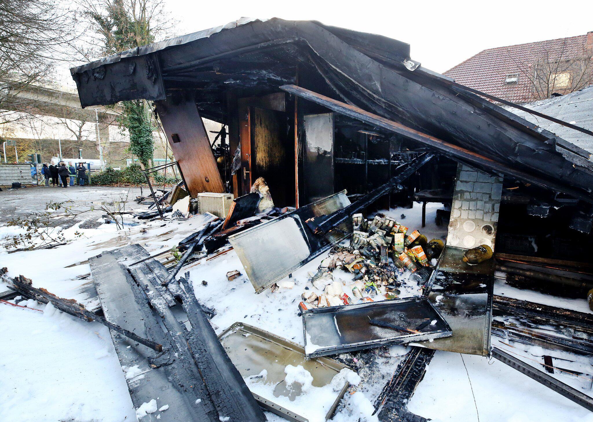 Bild zu Feuer zerstört Essensausgabe der Duisburger Tafel