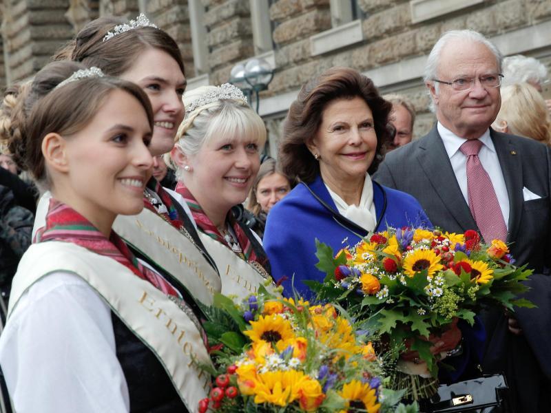 Bild zu Schwedisches Königspaar in Hamburg