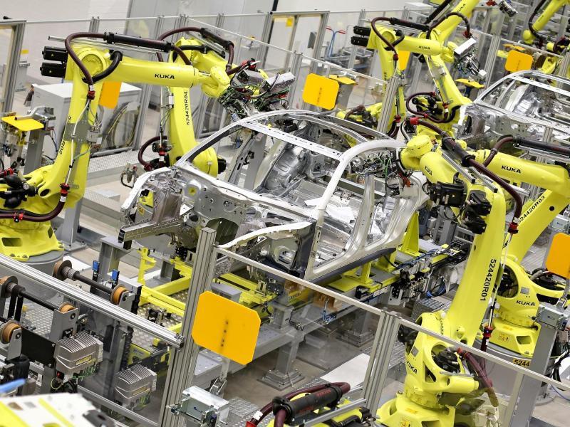 Bild zu Roboter in der Fabrik