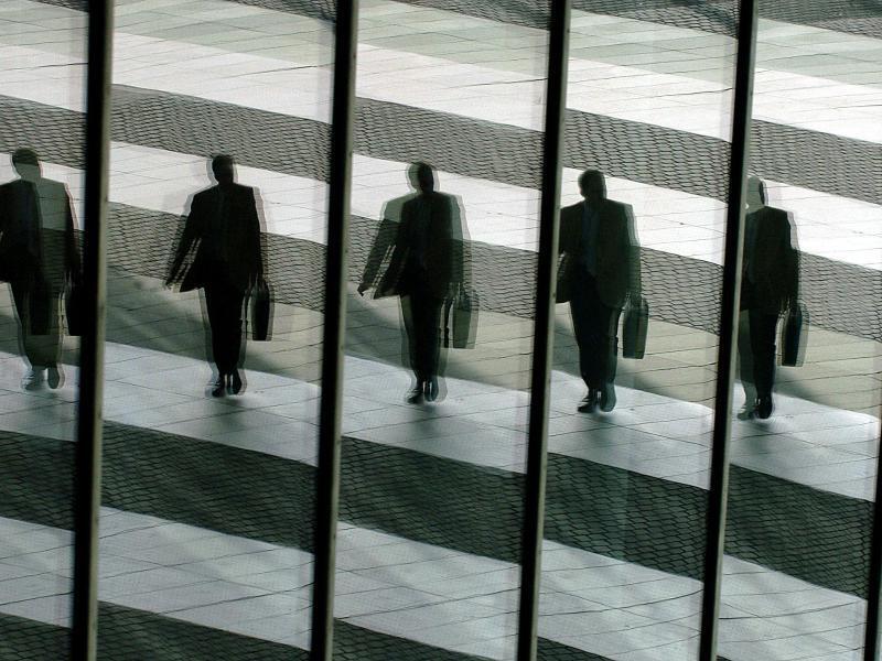 Bild zu Business-Mann im Spiegel