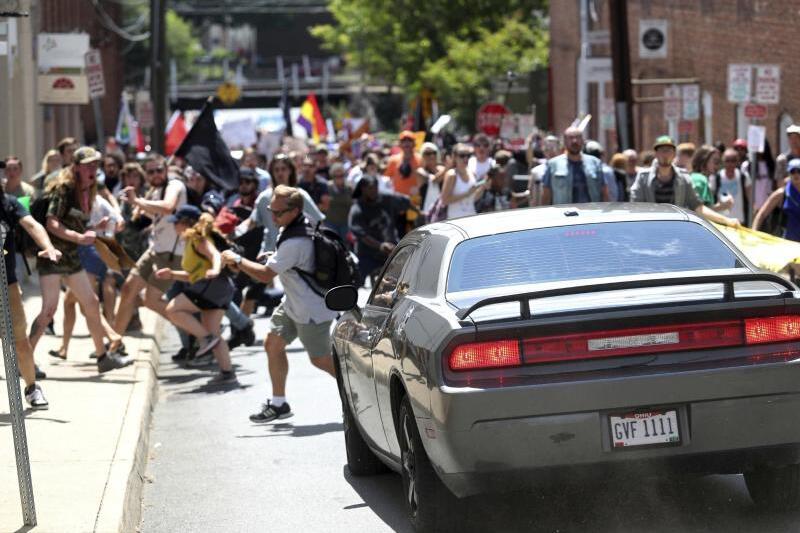 Attacke auf Gegendemonstranten