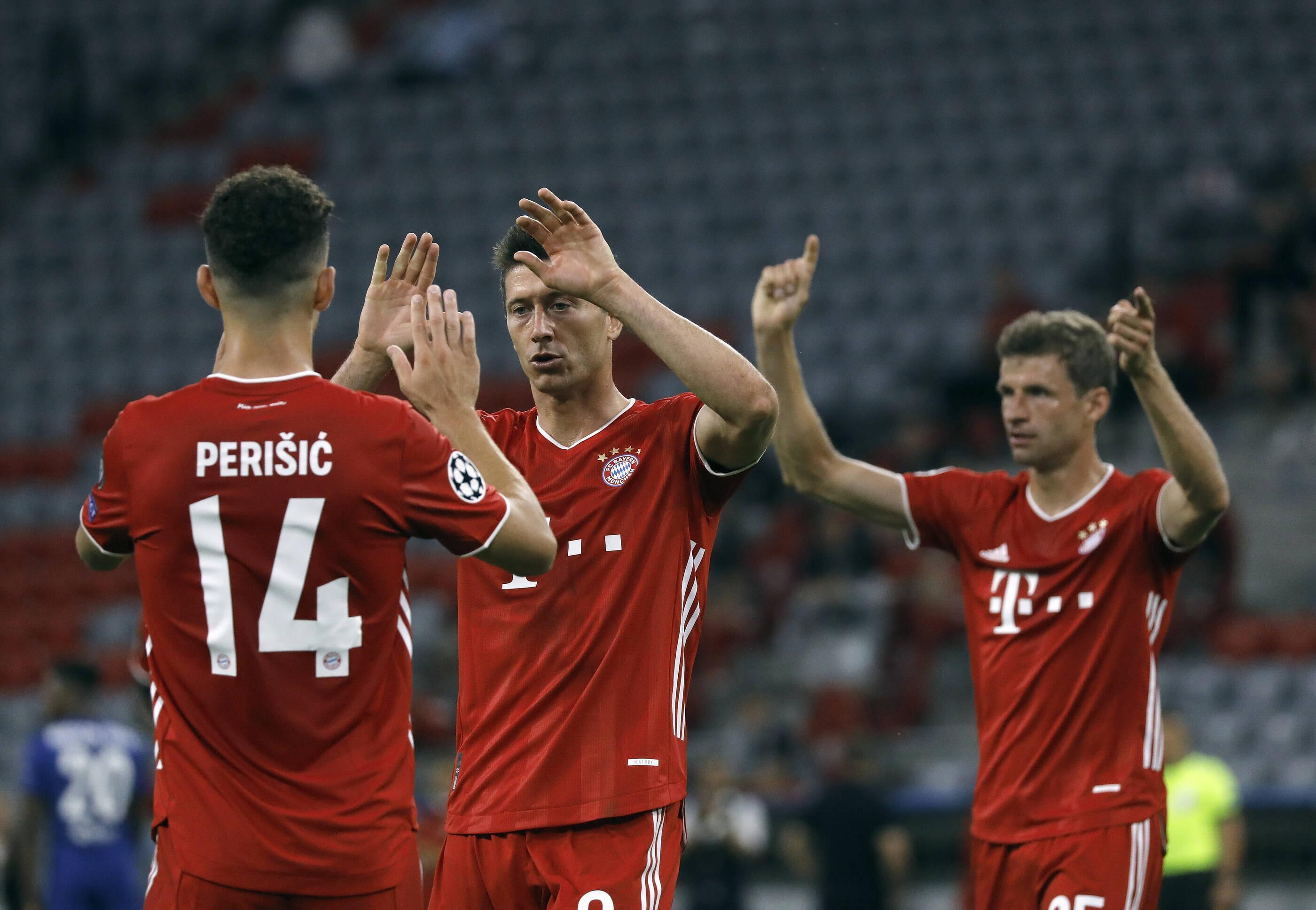 Bild zu FC Bayern München mit Robert Lewandowski im Spiel gegen den FC Chelsea