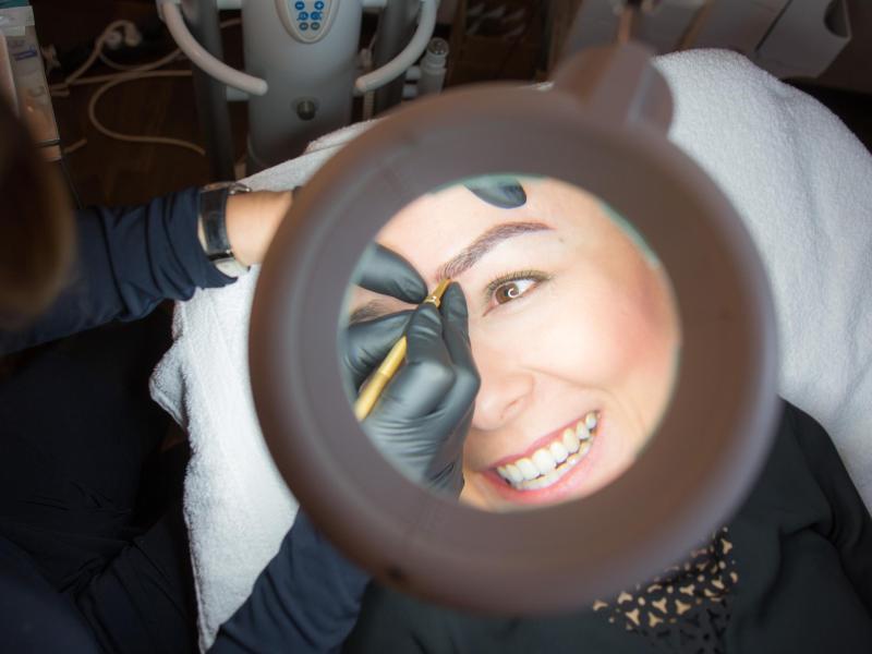 Bild zu Permanent Make-up an den Augenbrauen