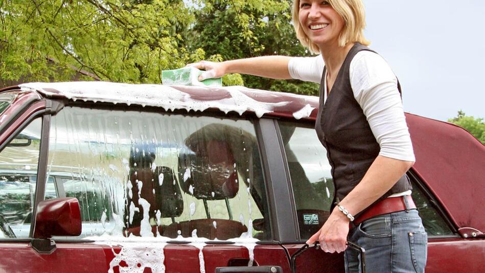 Cabrioverdeck pflegen: Reinigung mindestens zweimal im Jahr