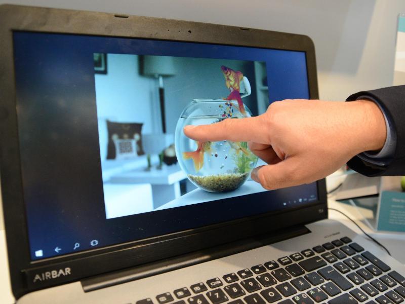 sensorleiste macht notebook display zu touchscreen. Black Bedroom Furniture Sets. Home Design Ideas