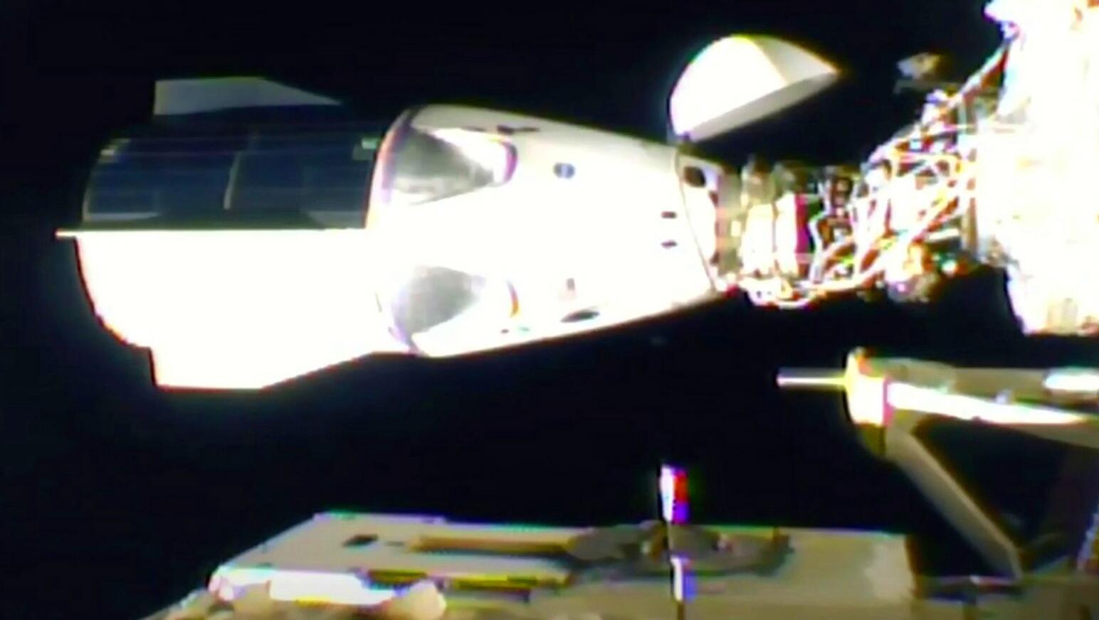 Bild zu Nach Flug mit Raumschiff: Vier Astronauten an ISS angekommen
