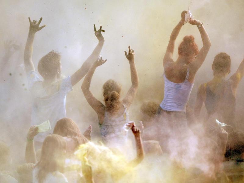 Bild zu Holi-Fest in Heidelberg