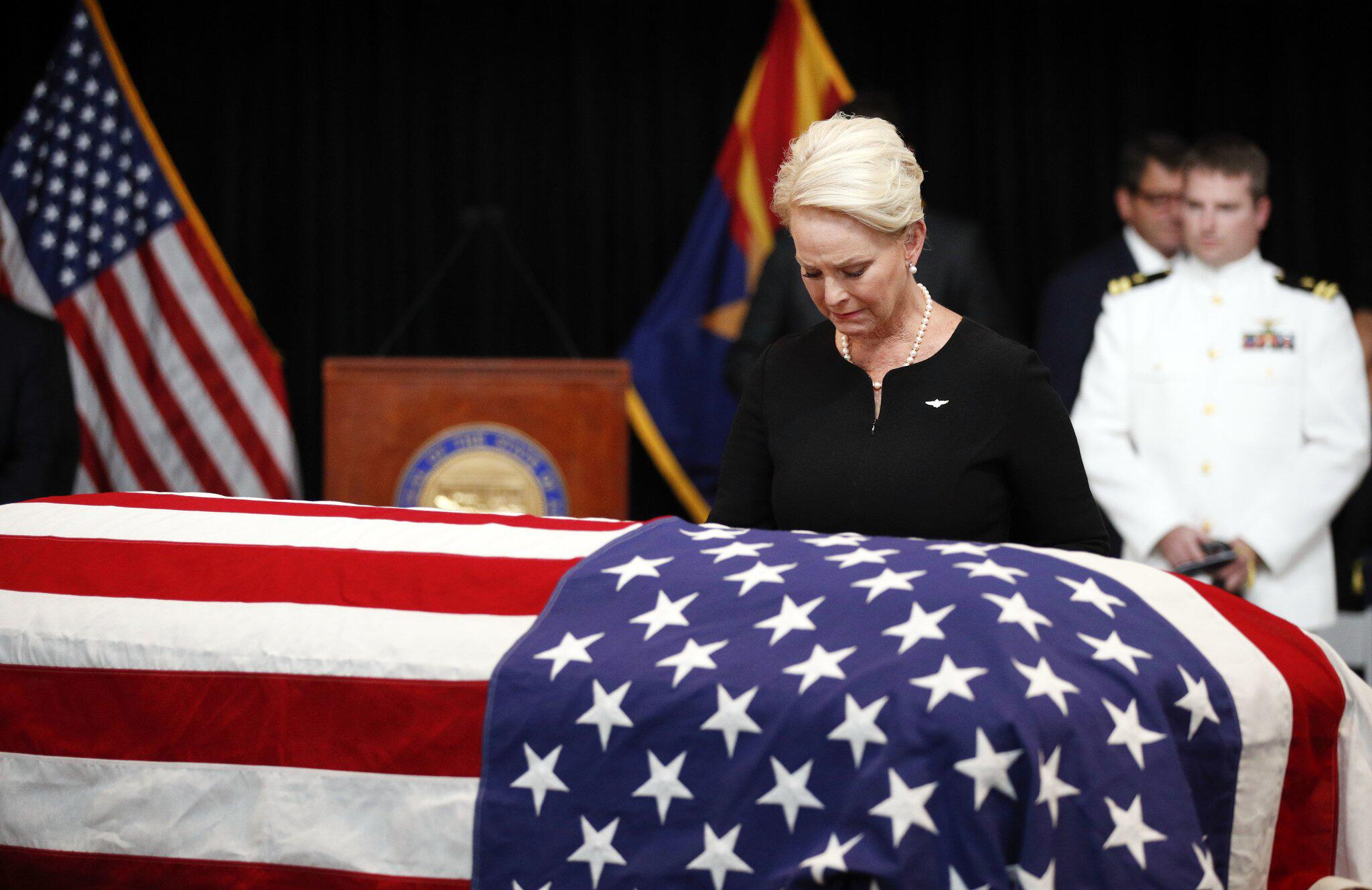 Bild zu Trauerfeier, John McCain