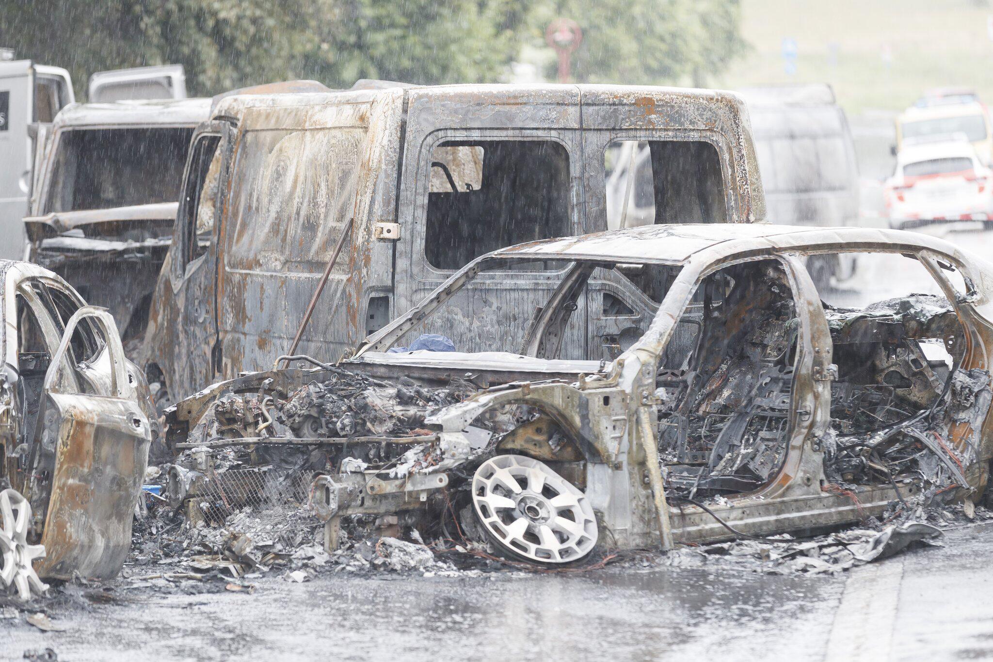 Bild zu Geldtransporter bei Lausanne überfallen und in Brand gesteckt