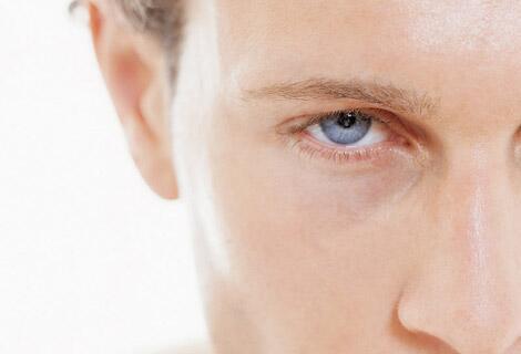 Bild zu Mann mit blauen Augen