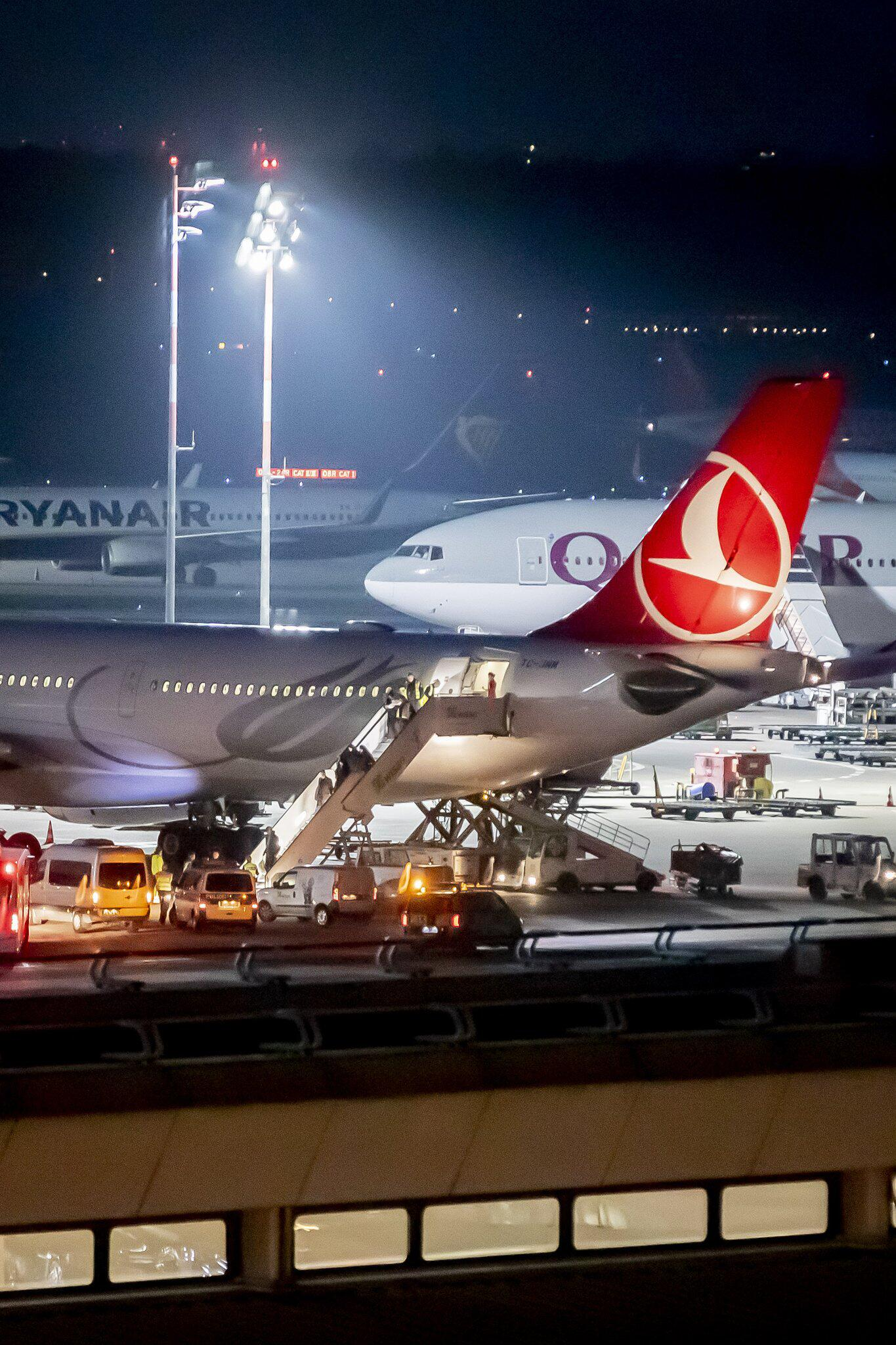 Bild zu Ankunft von Abgeschobenen am Flughafen Berlin-Tegel