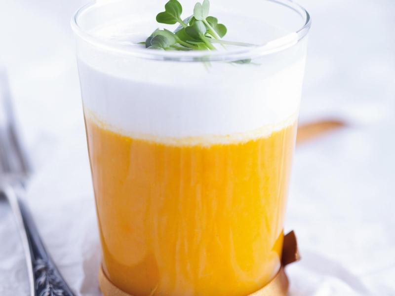 Bild zu Karottensuppe mit Kokos-Ingwer-Schaum