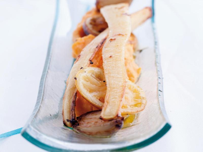 Bild zu Petersilienwurzel auf Süßkartoffelpüree