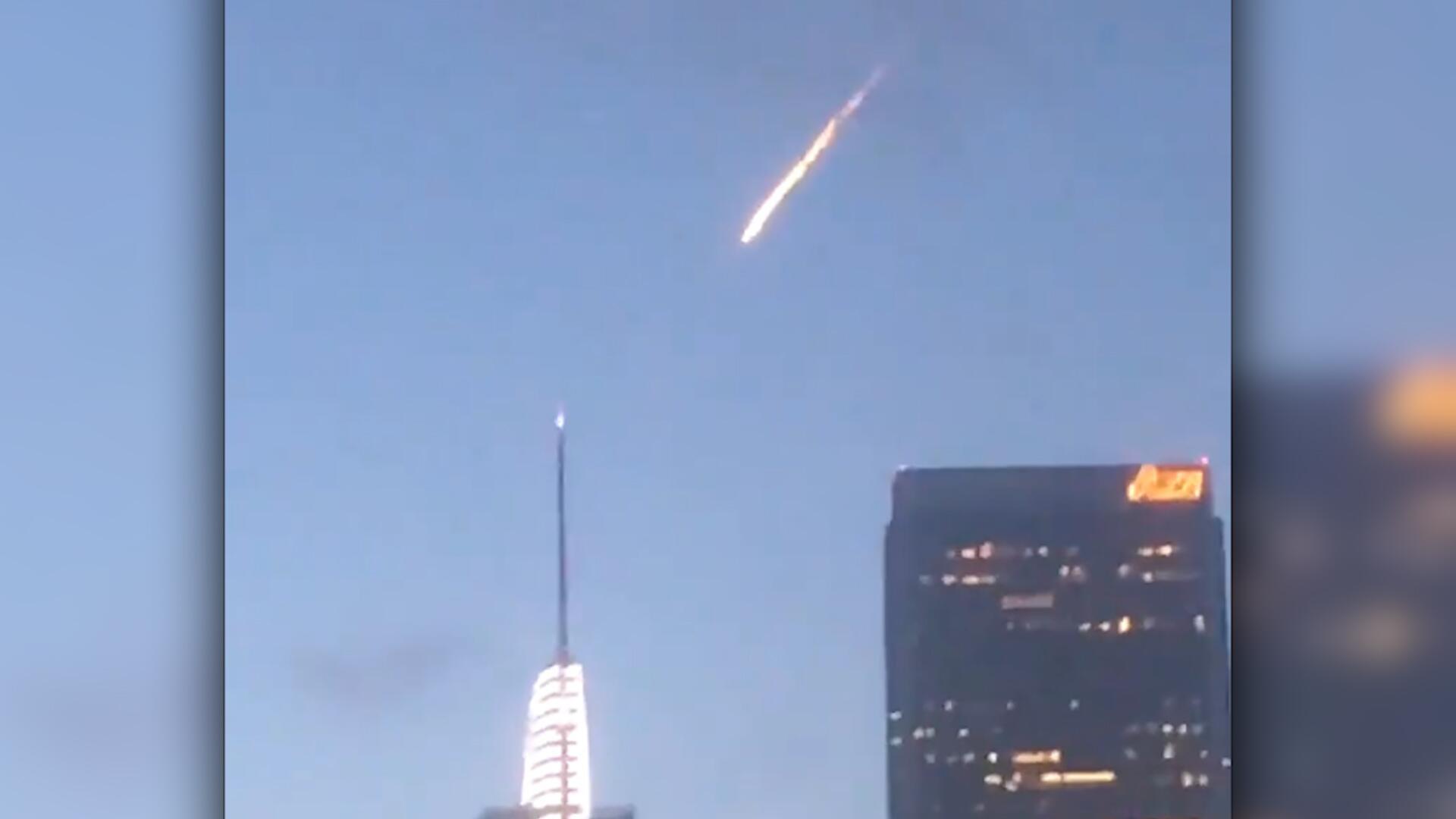 Bild zu Feuerball am Himmel
